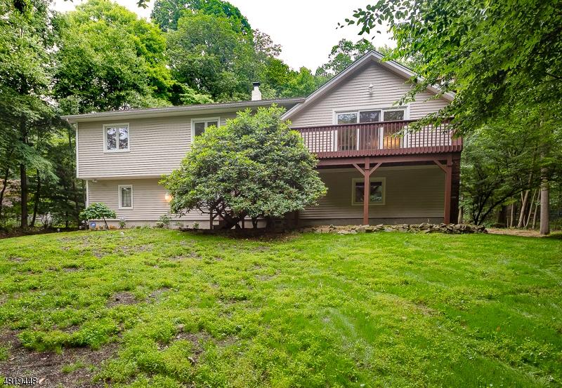 Maison unifamiliale pour l Vente à 11 CROMWELL Drive Randolph, New Jersey 07945 États-Unis