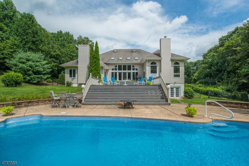 Частный односемейный дом для того Продажа на 11 Stone Hedge Way West Milford, Нью-Джерси 07480 Соединенные Штаты