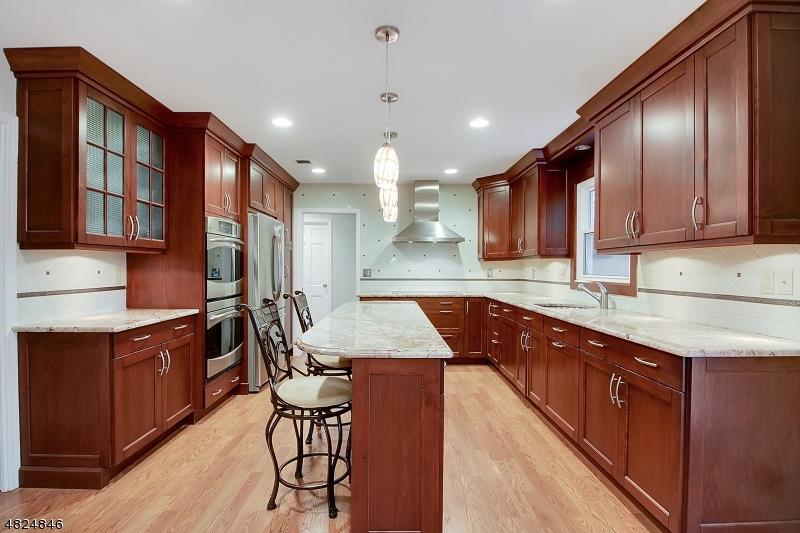 Property pour l Vente à 93 WEXFORD WAY Bernards Township, New Jersey 07920 États-Unis