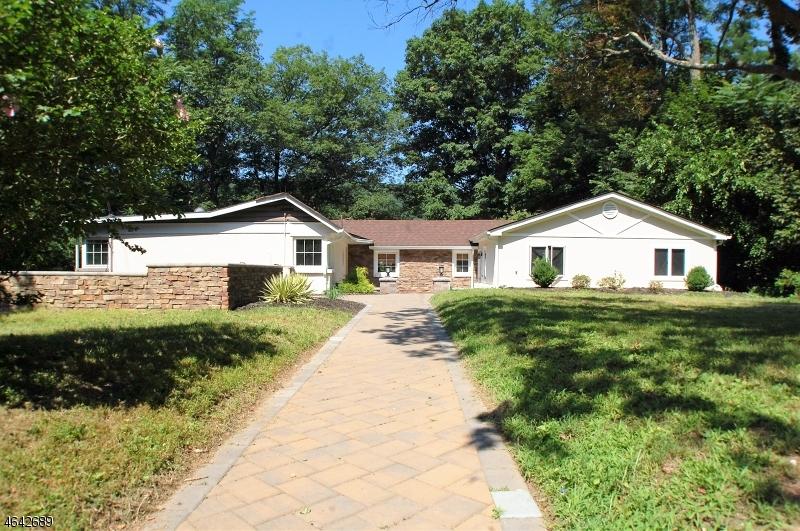独户住宅 为 销售 在 11 MANOR DRIVE Jefferson Township, 新泽西州 07438 美国