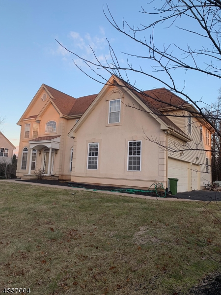 Single Family Home for Rent at 6 VALLEY WOOD DR 6 VALLEY WOOD DR Franklin Township, New Jersey 08873 United States