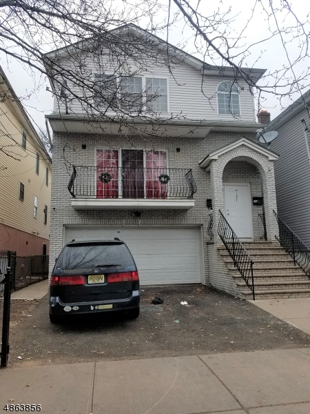 Rentals for Rent at 127 FABYAN PL 127 FABYAN PL Newark, New Jersey 07112 United States