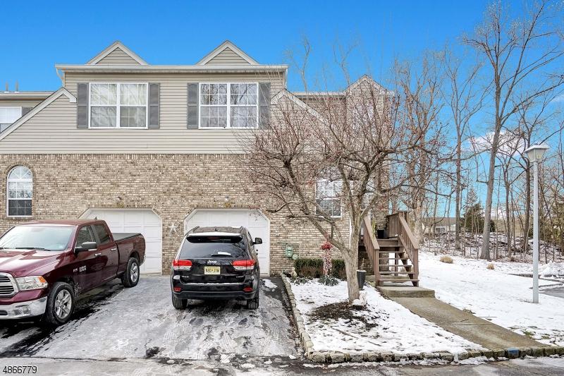 Condo / Radhus för Försäljning vid SUBURBIAN VLG Wanaque, New Jersey 07465 Förenta staterna