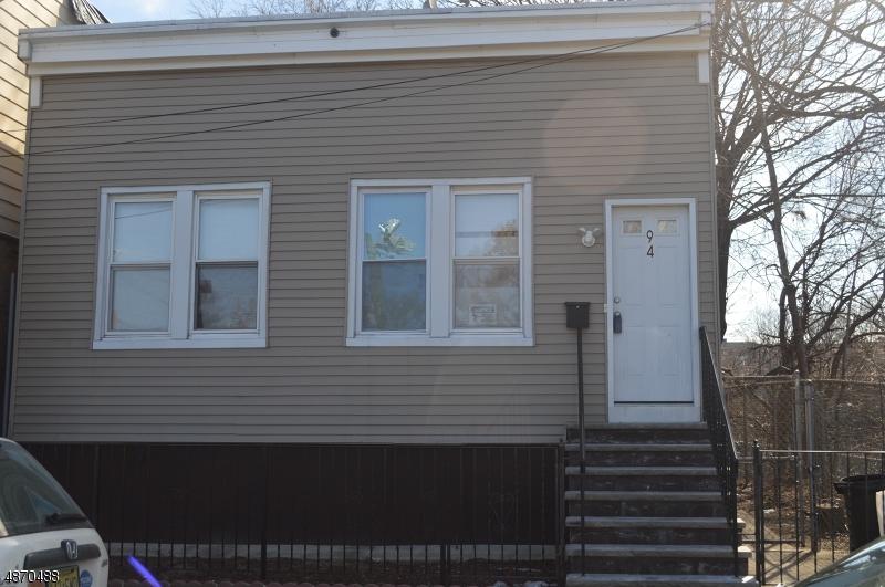 Maison unifamiliale pour l Vente à 94 LINCOLN Avenue Orange, New Jersey 07050 États-Unis