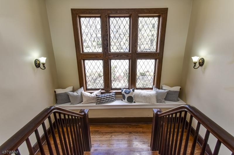 Maison unifamiliale pour l Vente à 280 WYOMING Avenue Maplewood, New Jersey 07040 États-Unis