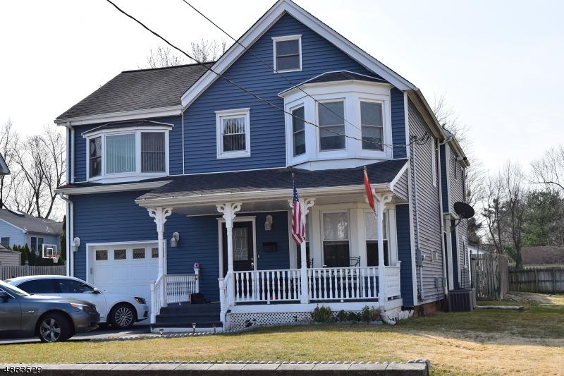 Maison unifamiliale pour l Vente à 214 LAKESIDE Avenue Pompton Lakes, New Jersey 07442 États-Unis