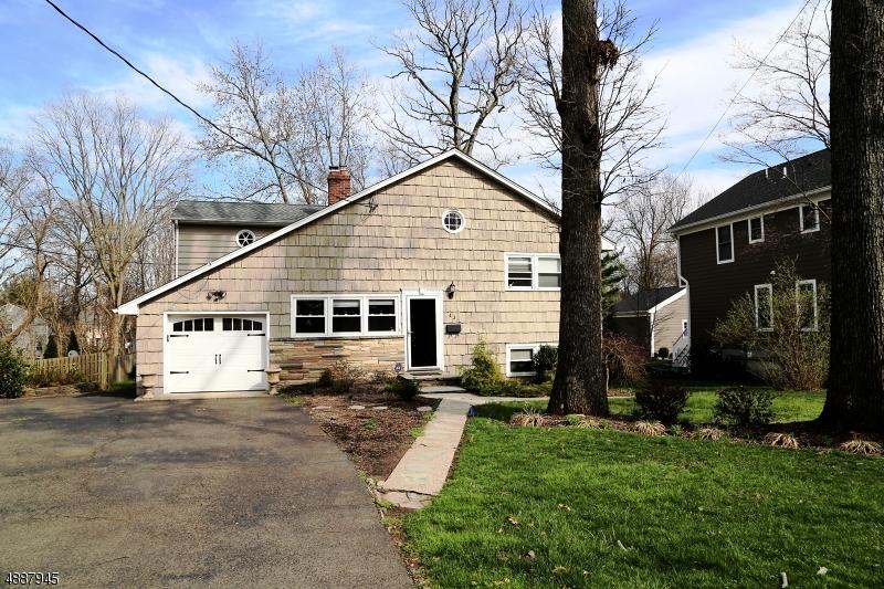 Частный односемейный дом для того Аренда на 43 SUMMIT Avenue Chatham, Нью-Джерси 07928 Соединенные Штаты