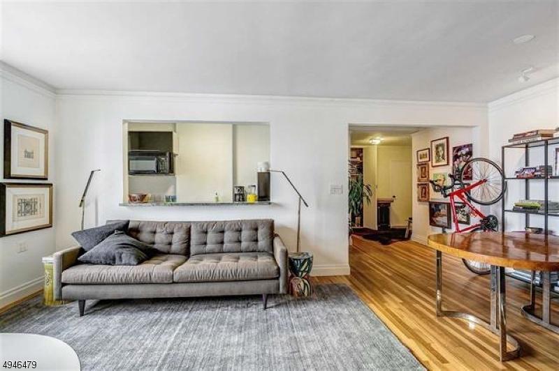 Condo / Radhus för Försäljning vid North Bergen, New Jersey 07047 Förenta staterna
