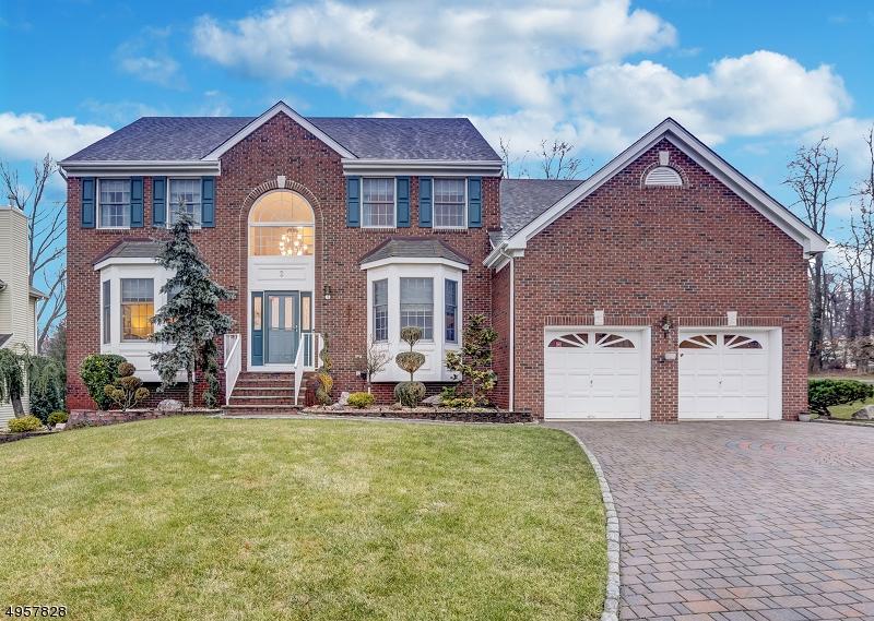 Single Family Homes için Satış at 2 OSPREY Court East Brunswick Township, New Jersey 08816 Amerika Birleşik Devletleri