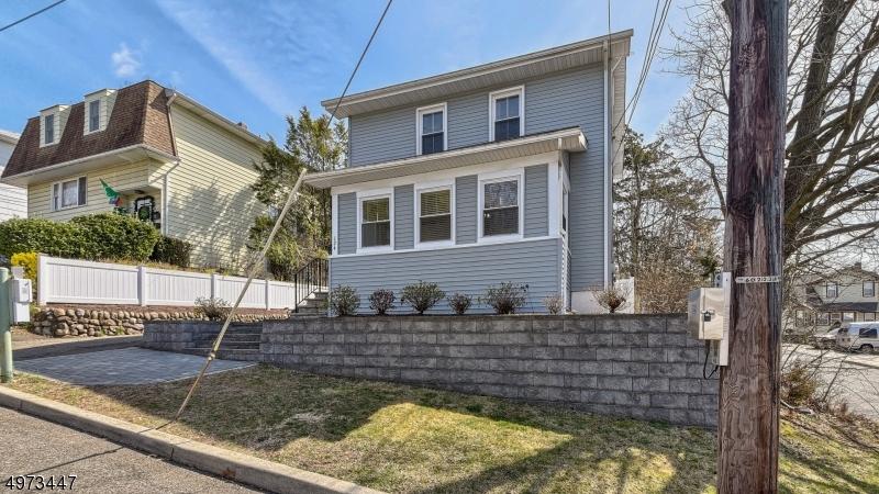 Single Family Homes per Vendita alle ore Prospect Park, New Jersey 07508 Stati Uniti