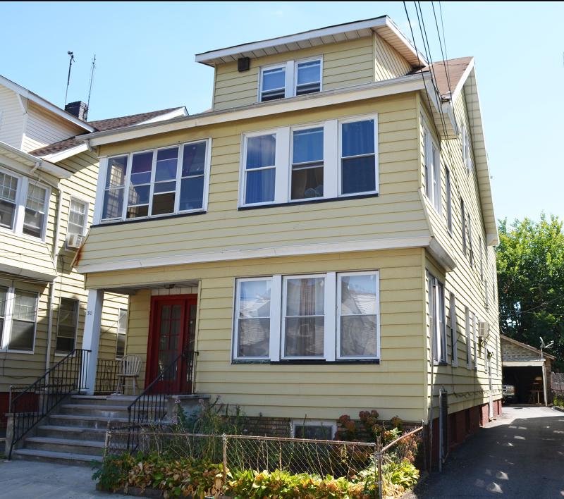 Многосемейный дом для того Продажа на 30 Goodwin Avenue Newark, Нью-Джерси 07112 Соединенные Штаты