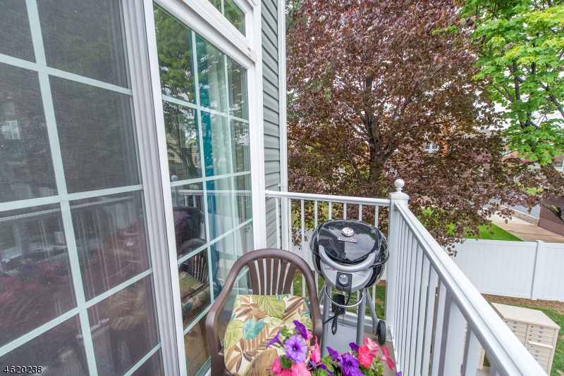 Additional photo for property listing at 27 Dahlia Lane  Garfield, Nueva Jersey 07026 Estados Unidos
