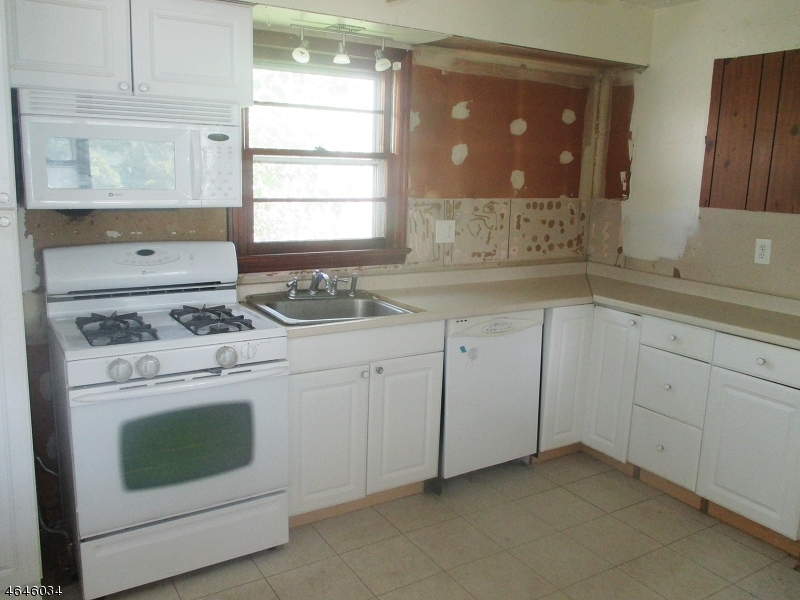 Additional photo for property listing at 200 Cooper Street  Manville, Нью-Джерси 08835 Соединенные Штаты