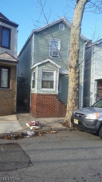 Maison unifamiliale pour l Vente à 94.5 Marne Street Newark, New Jersey 07105 États-Unis