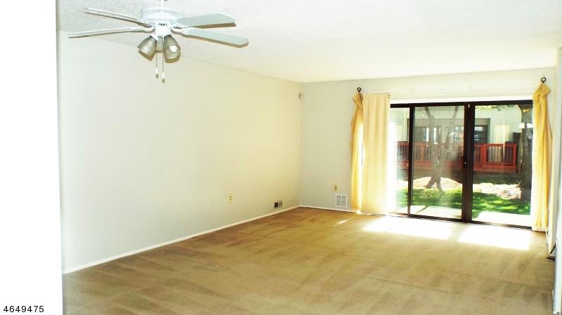 Additional photo for property listing at 20 Lyon Lane  富兰克林公园, 新泽西州 08823 美国