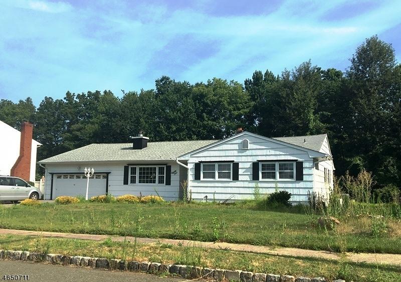 Частный односемейный дом для того Продажа на 81 Glenroy Road Fairfield, 07004 Соединенные Штаты