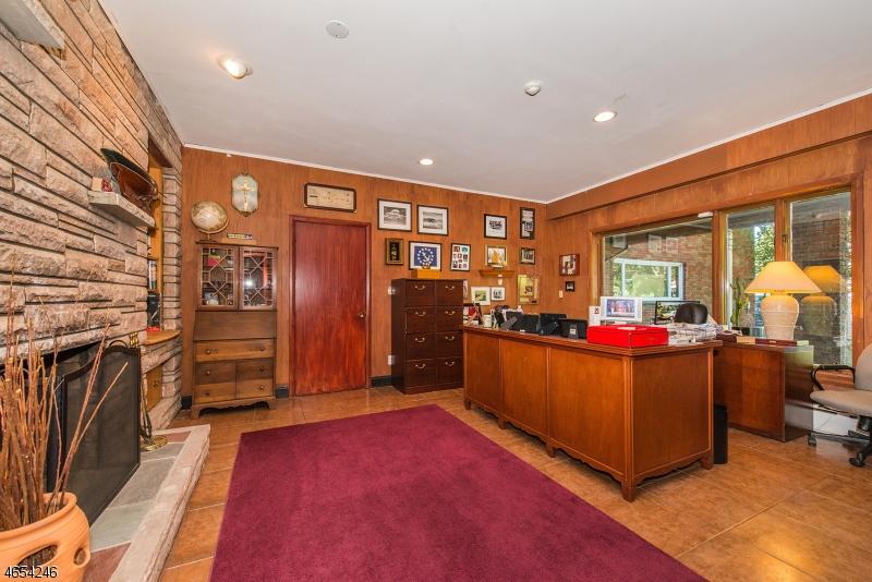 Additional photo for property listing at 715 Totowa Road  Totowa Boro, 新泽西州 07512 美国