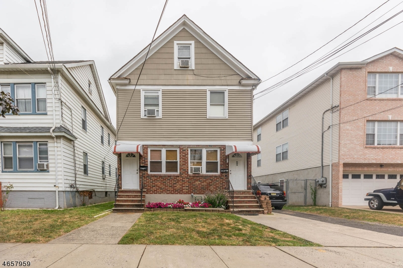 Многосемейный дом для того Продажа на 805 E Linden Avenue Elizabeth, Нью-Джерси 07202 Соединенные Штаты