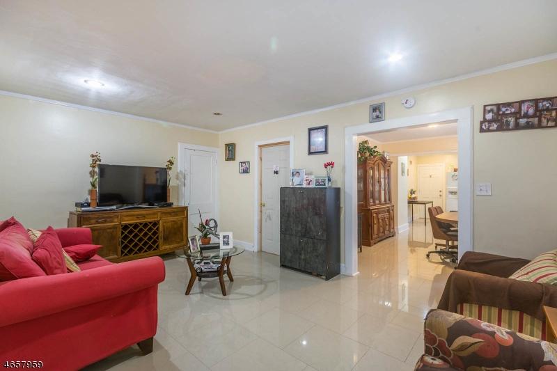 Additional photo for property listing at 805 E Linden Avenue  Elizabeth, Нью-Джерси 07202 Соединенные Штаты