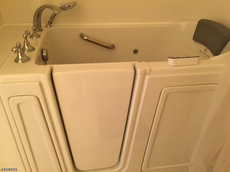 Additional photo for property listing at 145 Barrister Drive  Butler, Нью-Джерси 07405 Соединенные Штаты