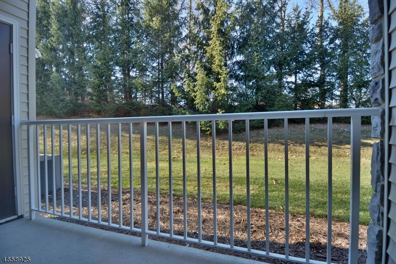 Additional photo for property listing at 145 Barrister Drive  Butler, New Jersey 07405 États-Unis