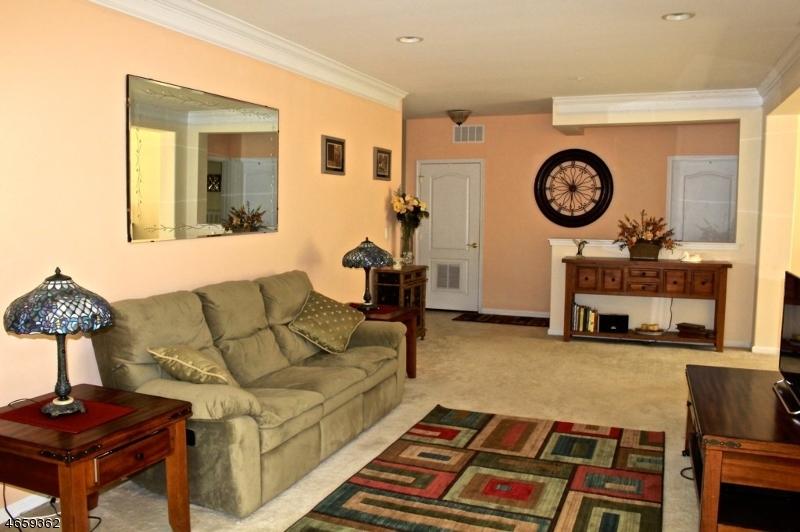 Casa Unifamiliar por un Venta en 2201 Ambassador Court Somerset, Nueva Jersey 08873 Estados Unidos