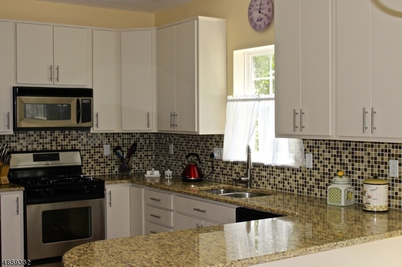 Additional photo for property listing at 2201 Ambassador Court  Somerset, Nueva Jersey 08873 Estados Unidos