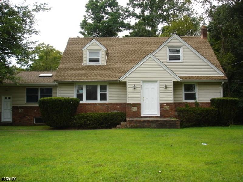 Частный односемейный дом для того Аренда на 321 Newark Pompton Tpke Wayne, 07470 Соединенные Штаты
