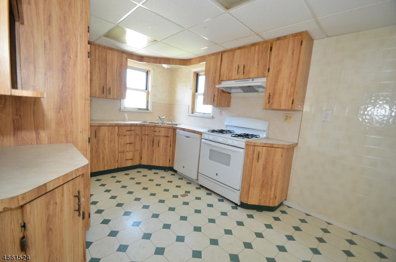 Additional photo for property listing at 40 Byron Place  Clifton, New Jersey 07011 États-Unis