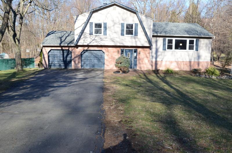 独户住宅 为 销售 在 10 Upas Court 令伍特, 新泽西州 07456 美国