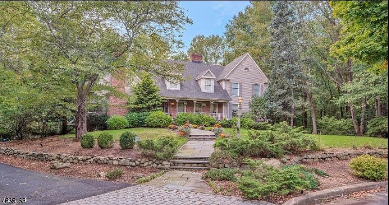 Частный односемейный дом для того Продажа на 10 Drumm Court Ramsey, 07446 Соединенные Штаты