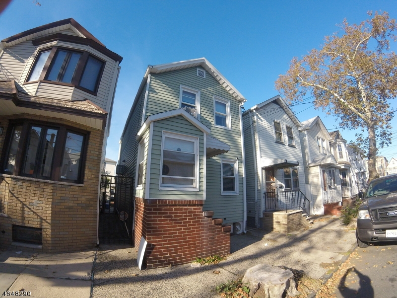 Additional photo for property listing at 94.5 Marne Street  Newark, Нью-Джерси 07105 Соединенные Штаты
