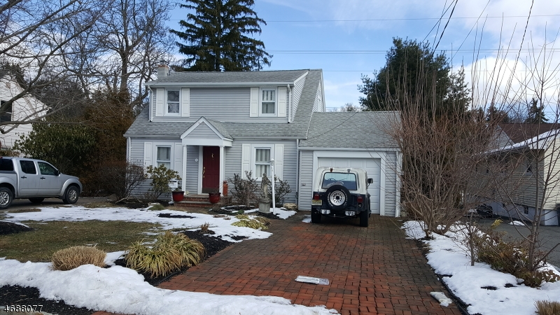 Частный односемейный дом для того Аренда на 52 Overlook Avenue East Hanover, Нью-Джерси 07936 Соединенные Штаты