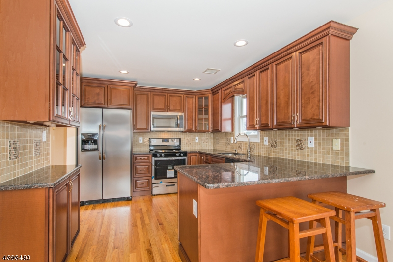 独户住宅 为 销售 在 105 Tilt Street Haledon, 07508 美国