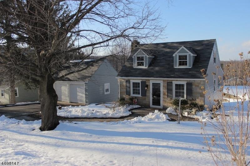 Maison unifamiliale pour l Vente à 16 Mountainside Avenue Stockholm, New Jersey 07460 États-Unis