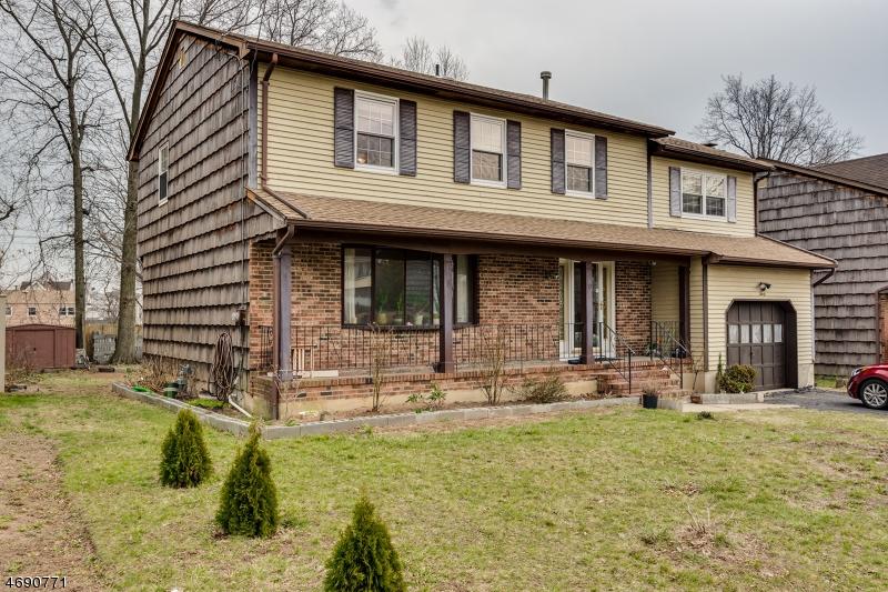 Maison unifamiliale pour l Vente à 30 Westside Avenue Avenel, New Jersey 07001 États-Unis
