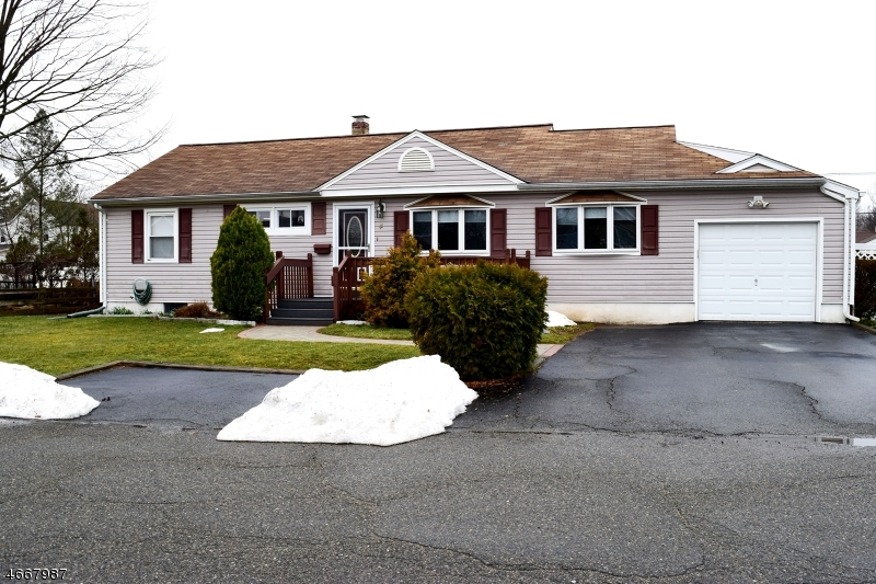 Частный односемейный дом для того Аренда на 4 Chesler Sq Succasunna, Нью-Джерси 07876 Соединенные Штаты