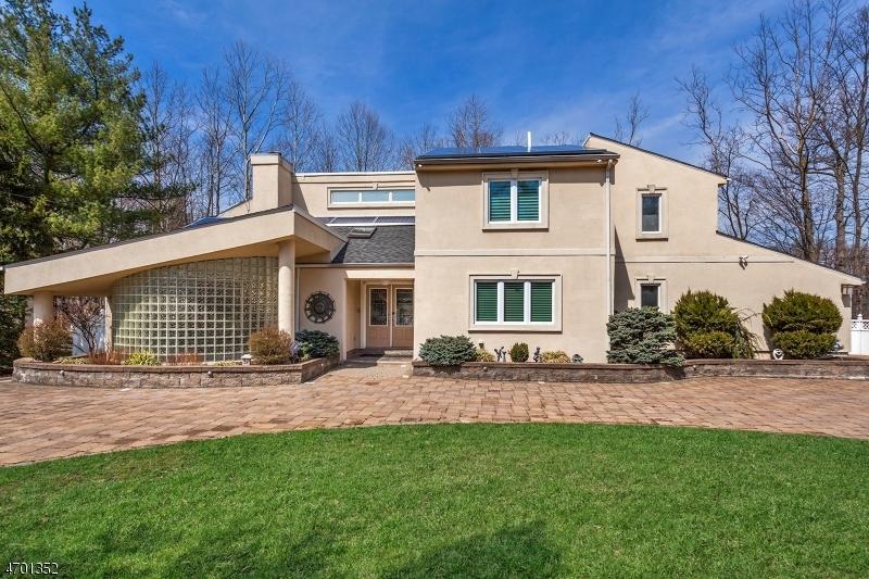 独户住宅 为 销售 在 319 Passaic Avenue West Caldwell, 07006 美国
