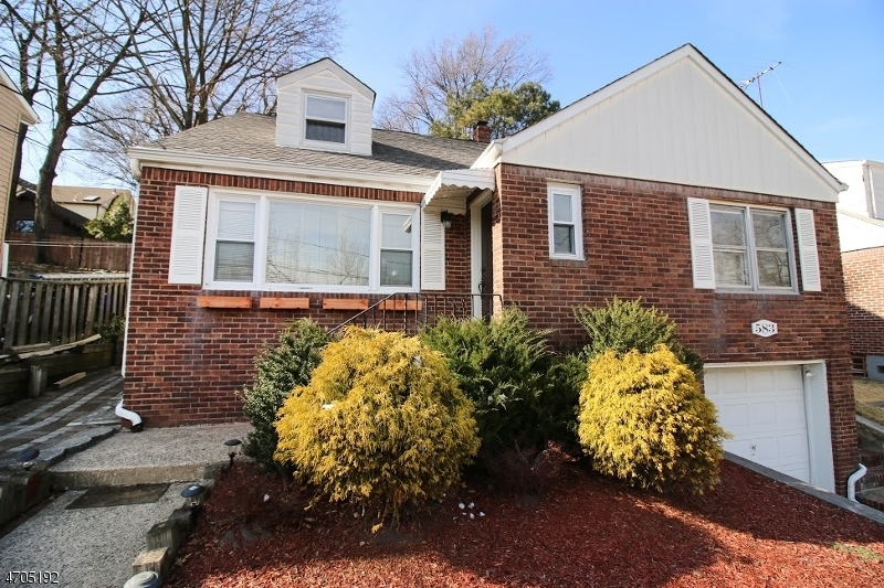 Single Family Home for Sale at 583 Morse Avenue Ridgefield, New Jersey 07657 United States