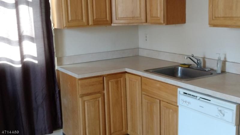 Maison unifamiliale pour l à louer à 110-112 WINSLOW Place Garwood, New Jersey 07027 États-Unis