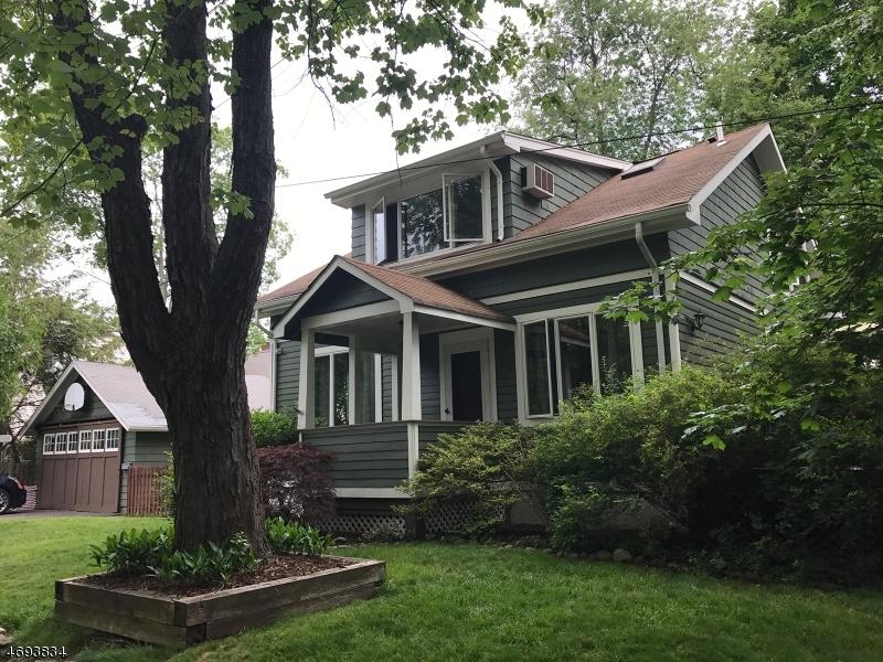 Maison unifamiliale pour l Vente à 24 Park Avenue Midland Park, New Jersey 07432 États-Unis