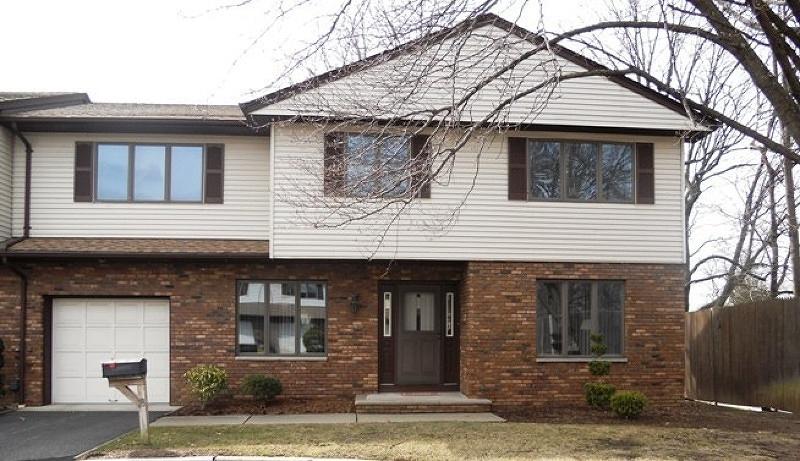 Maison unifamiliale pour l à louer à 18 Staal Lane Lodi, New Jersey 07644 États-Unis