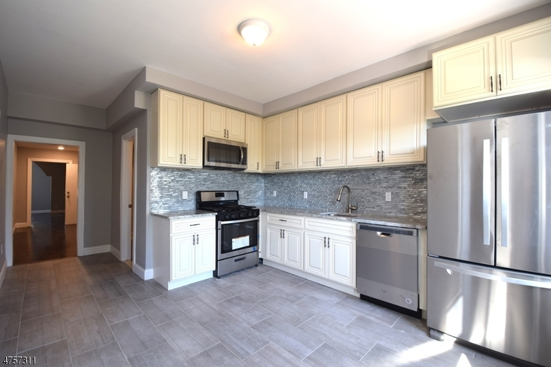 Mehrfamilienhaus für Verkauf beim 436 Avenue E 436 Avenue E Bayonne, New Jersey 07002 Vereinigte Staaten