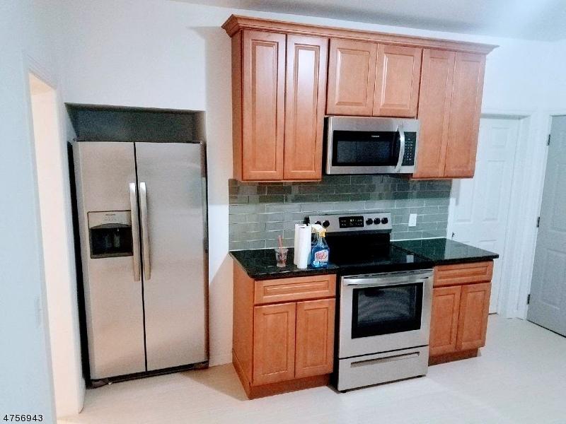 Casa Unifamiliar por un Alquiler en 204 Baltimore Avenue Hillside, Nueva Jersey 07205 Estados Unidos