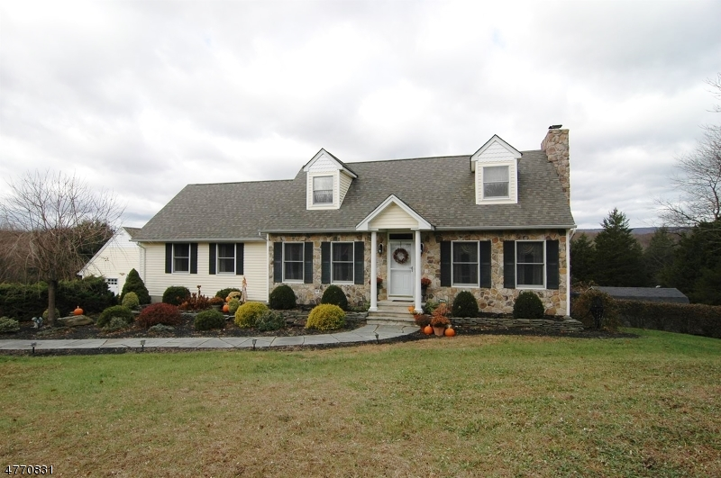 Maison unifamiliale pour l Vente à 66 Countryside Road 66 Countryside Road Columbia, New Jersey 07832 États-Unis