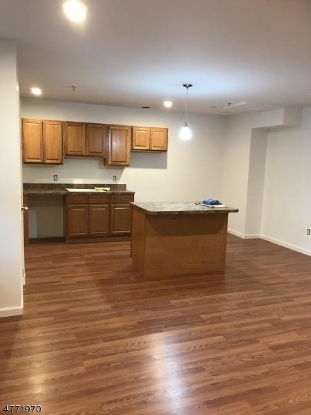 Частный односемейный дом для того Аренда на 15 Kent Pl, Unit 1 Pequannock, Нью-Джерси 07444 Соединенные Штаты