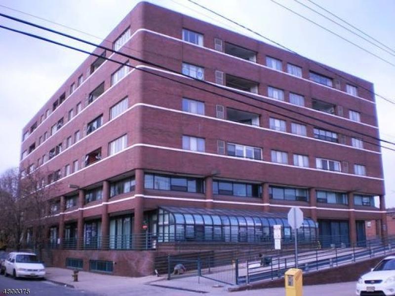 商用 为 出租 在 41 WILSON Avenue 纽瓦克市, 新泽西州 07105 美国