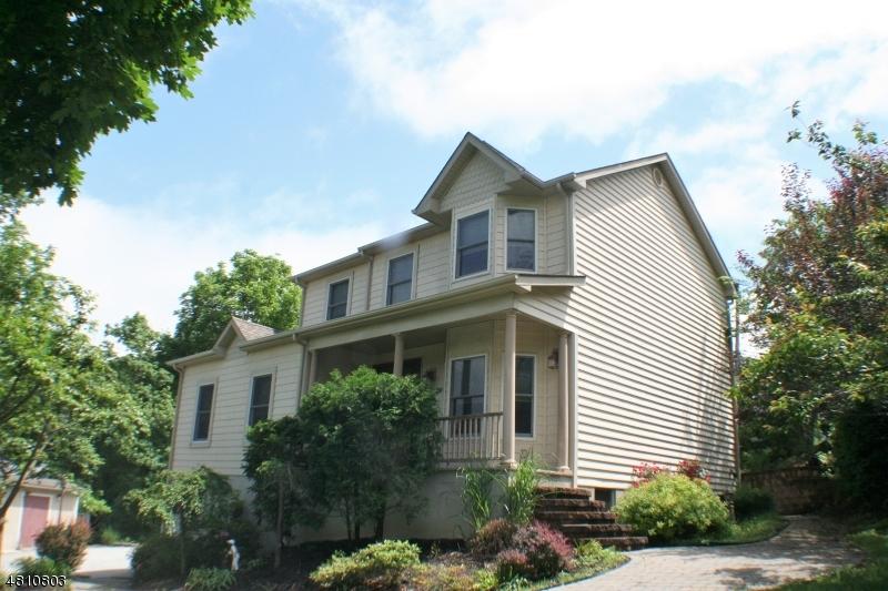 Maison unifamiliale pour l Vente à 35 WISHING WELL Road Hamburg, New Jersey 07419 États-Unis