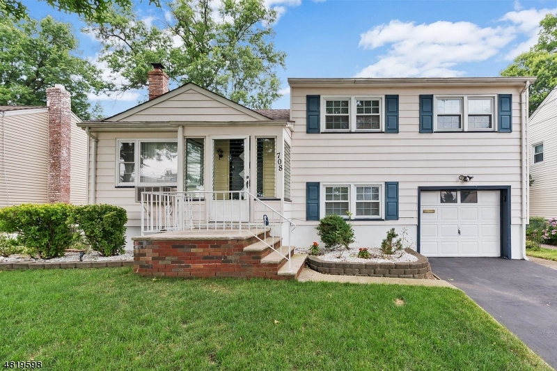 Single Family Home for Sale at 708 Colonial Arms Road Union, New Jersey 07083 United States