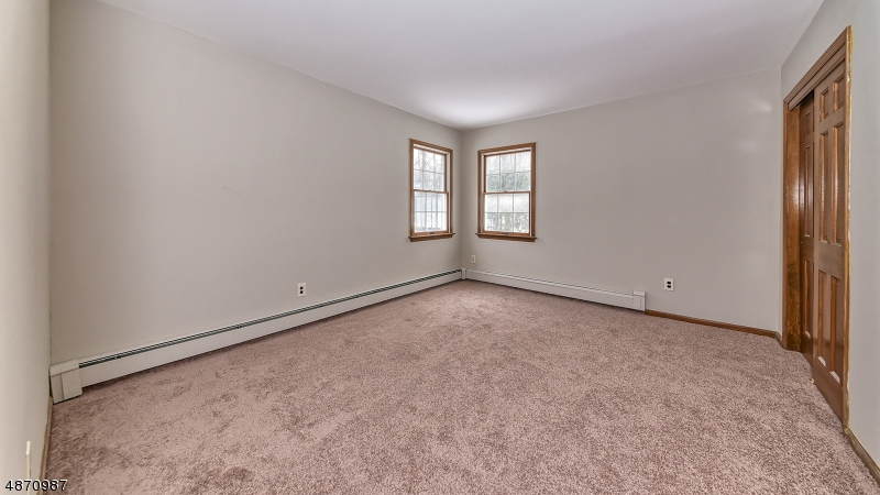 Additional photo for property listing at 5 LAND OF OAK Drive  West Milford, New Jersey 07438 Hoa Kỳ